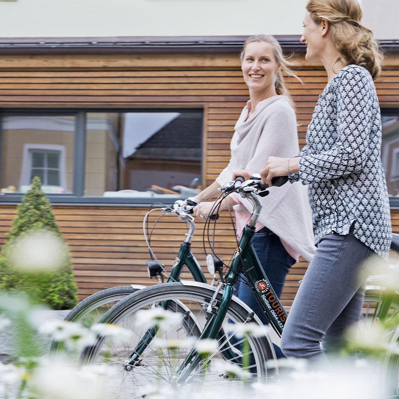 Gesunde Bewegung, wie sanftes Radfahren, ergänzt ihre Basenfastenkur perfekt.